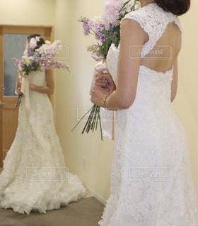 ウェディングドレスを着た人の写真・画像素材[2141649]