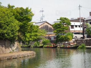 水域の小さなボートの写真・画像素材[2826255]