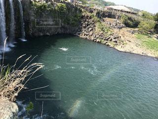 いくつかの水の上に大きな滝の写真・画像素材[2107604]
