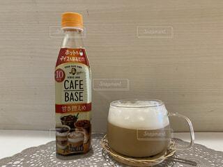食べ物,インテリア,コーヒー,テーブル,ボトル,ティータイム,ビール,カフェラテ,カフェオレ,ドリンク,飲料,酪農,ソフトド リンク,韓国インテリア,わたしのカフェベース,ボスカフェベース,ティーベース,ホットティーベース,ボスティーベース,わたしのティーベース