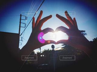 夕日,太陽,青空,手,光,ハート型,ハート,逆光,ハンド