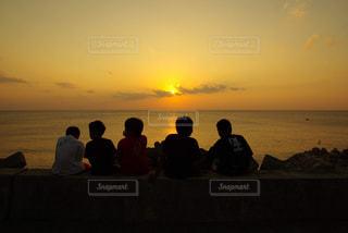 自然,海,空,夕日,屋外,ビーチ,夕暮れ,水面,沖縄,子供,人物,人,6年前
