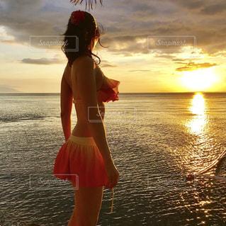 海,夕日,後ろ姿,シルエット,リゾート,サンセッド