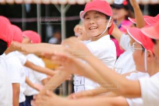 10代,帽子,Smile,スマイル,バンザイ,Instagram,女の子,少女,笑顔,小学生,青春,運動会,体育祭,小学校,雰囲気,えがお,canon,あか,一生懸命,汗,インスタグラム,無邪気,優勝,赤組,行事,体操着,ばんざい,すまいる,学校行事,体育着