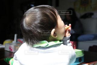 子ども,かわいい,後ろ姿,子供,赤ちゃん,可愛い,小さな背中,おやつタイム,小さな世界