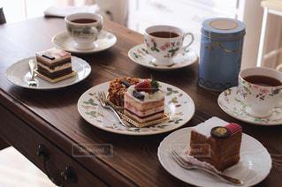 食べ物,スイーツ,ケーキ,デザート,フォーク,スプーン,皿,チョコレート,カップ,お茶,紅茶,テーブルフォト,ドリンク,ティー,おしゃれ,ティーポット,セラミック,コーヒー カップ,ウエッジウッド