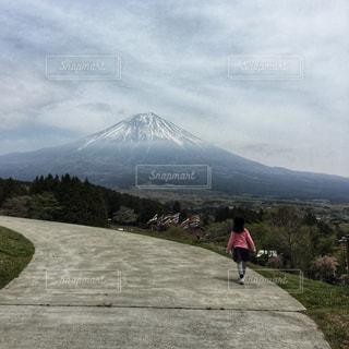 自然,空,富士山,屋外,歩く,山,景色,少女,丘,人物,人,高原