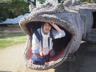象の上に座っている女性の写真・画像素材[2341106]