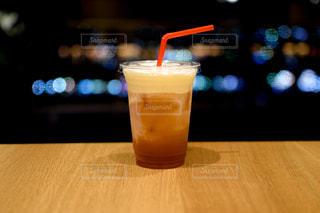 テーブルの上のコーヒー1杯の写真・画像素材[2784135]