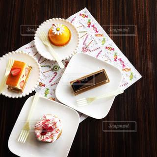 カラフルなケーキの写真・画像素材[2124669]