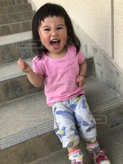キッズ,階段,子供,笑顔,大好き,前髪,オン眉,半袖,切りすぎた