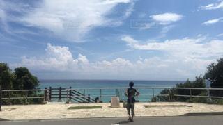 風景,海,空,屋外,島,後ろ姿,水面,沖縄,人物,人,旅