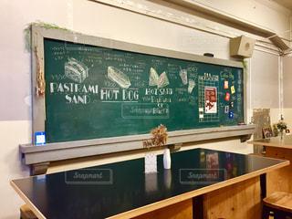 教室を改装したカフェの写真・画像素材[2131143]
