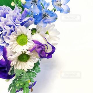 インテリア,花,白,フラワーアレンジメント,青,ブーケ,暮らし,フラワーアレンジ,花のある暮らし
