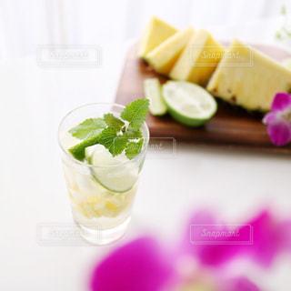 フルーツたっぷりソーダ水の写真・画像素材[1825531]