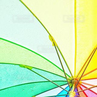 カラフルな傘の接写の写真・画像素材[2185727]