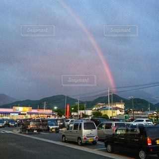 駐車場の虹の写真・画像素材[2510310]