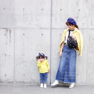 歩道を歩いている人のグループの写真・画像素材[1149158]