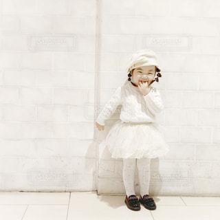 女の子のホワイトコーデはチュチュで決まりの写真・画像素材[1673590]