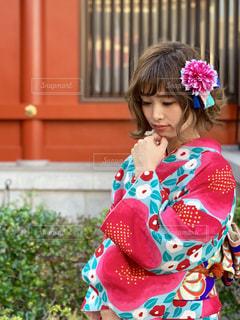 着物を着てうつむいている女性の写真・画像素材[1773252]