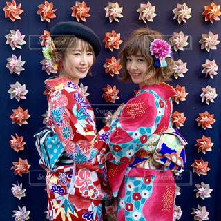 浅草の人気メロンパン屋花月堂の風車とお着物の写真・画像素材[1773269]