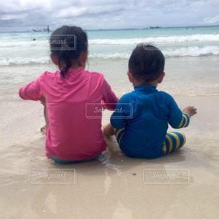 子ども,海,屋外,後ろ姿,砂浜,背中,夏休み,兄弟,姉弟