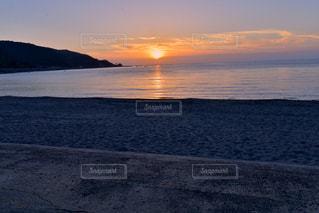 日本海の夕陽の写真・画像素材[2360052]