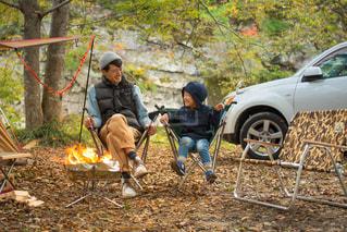 親子でキャンプの写真・画像素材[2366292]