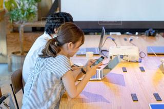 会議室にいるビジネスマンの写真・画像素材[2409797]