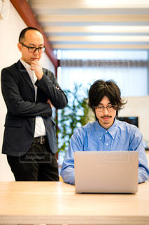 ビジネスマンの上司と部下の写真・画像素材[2893478]