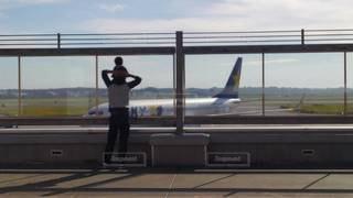 空,親子,後ろ姿,飛行機,人物,背中,人,後姿,肩車,空港,航空機