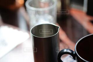 カフェ,コーヒー,屋内,テーブル,リラックス,座る,マグカップ,食器,カップ,紅茶,おうちカフェ,ドリンク,おうち,ライフスタイル,おうち時間