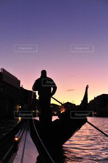 風景,後ろ姿,水,夕暮れ,人物,背中,人,後姿,イタリア,ゴンドラ,ヴェネツィア