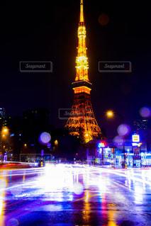 空,東京タワー,夜景,雨,車,水滴,水たまり,都会,テールランプ,ヘッドライト,自動車,水玉,雫,カラー,光線,光跡,赤羽橋,夜光
