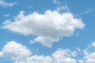 ふわふわ雲の写真・画像素材[2279354]