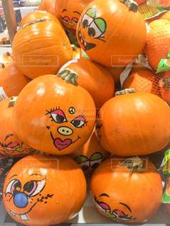 顔のついたかぼちゃの写真・画像素材[2364021]