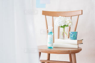 花,屋内,花瓶,テーブル,壁,レールデュサボン,センシュアルタッチ,せっけんの香り,ファブリックスプレー