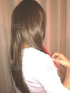 女性の後ろ姿の写真・画像素材[2513207]