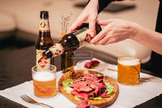 食べ物,テーブル,ボトル,ビール,ドリンク,ローストビーフ,クラフトビール,ブルックリンブルワリー,クラフトビールのある週末,キリンDRINX,ソラチエース