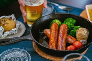 ビールがすすむチリチーズソーセージの写真・画像素材[3269086]