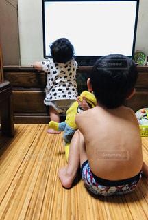 子ども,後ろ姿,背中,人,赤ちゃん,テレビ,少年