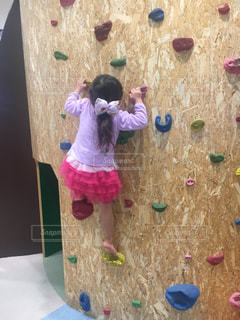子ども,スポーツ,屋内,室内,子供,女の子,少女,人物,幼児,運動,幼稚園,ボルダリング,室内スポーツ