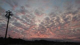 日没時の山の眺めの写真・画像素材[2412369]