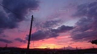 日没時の空に雲の群しの写真・画像素材[2419050]