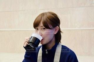 コーヒーを飲む女性の写真・画像素材[2894534]