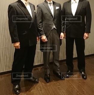 礼装で立つ男性3人の写真・画像素材[3020162]