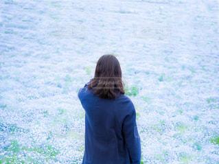 女性,花,花畑,青,後ろ姿,景色,人物,背中,ネモフィラ,草木,フォトジェニック,フローラ