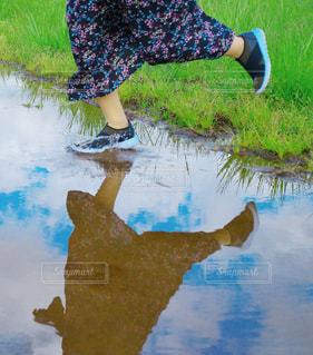 雨の日だって、越えてゆけ。の写真・画像素材[2215853]