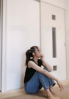 ラフなデニムスタイルの写真・画像素材[2414921]