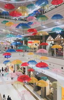 カラフルな傘のクローズアップの写真・画像素材[2187818]